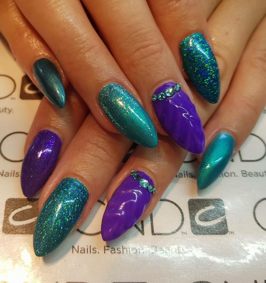 lilla og turkis negle akryl